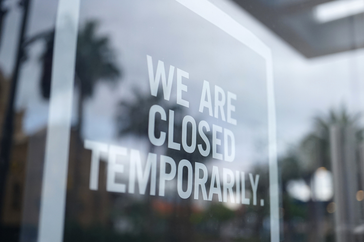 Store closed temporarily sign