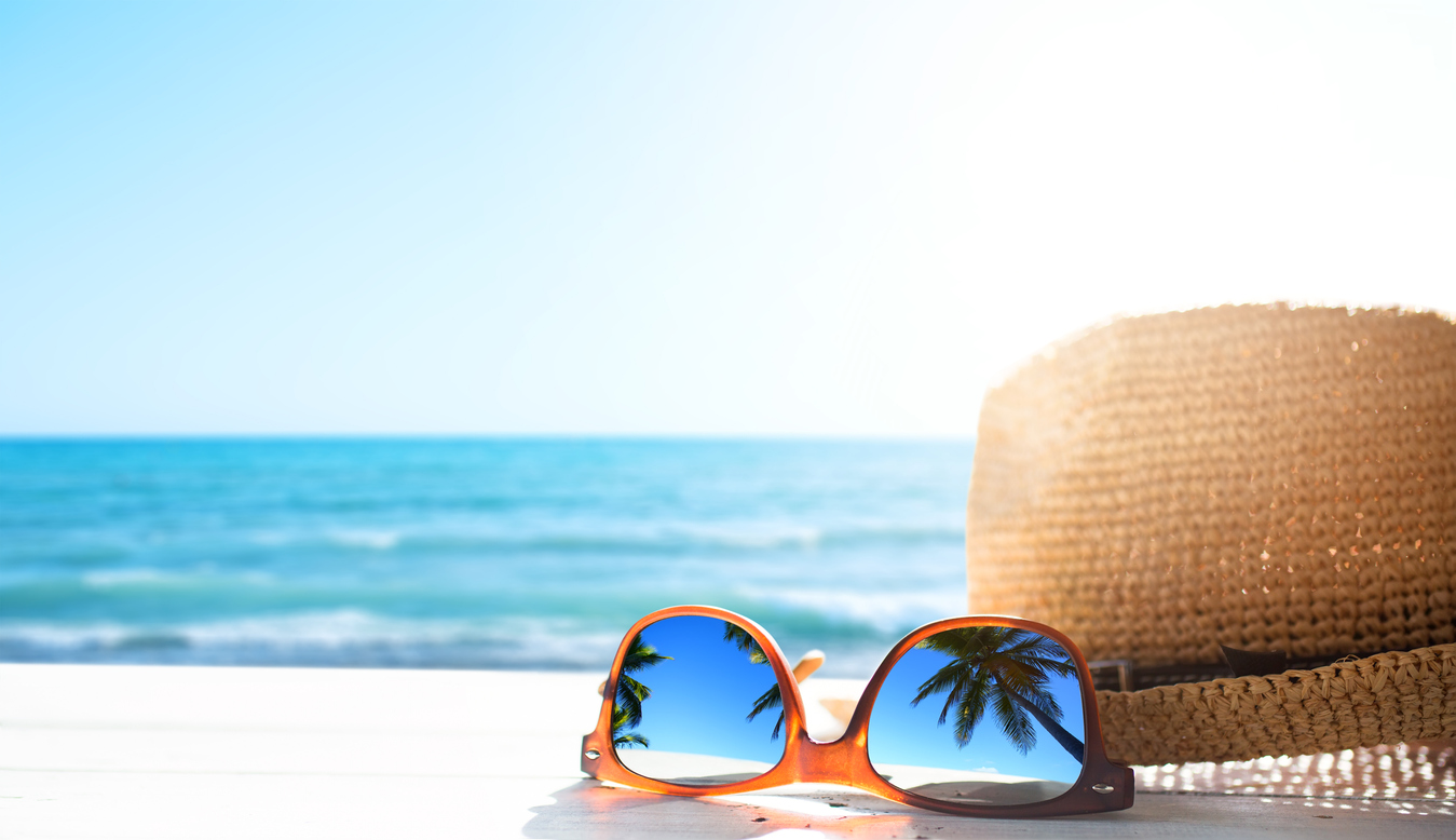 Sunhat & Sunglasses at the beach